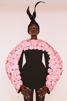 Chanel, Dior, And Balenciaga Reclaim The Couture Runway Elsa Schiaparelli, Runway Fashion, Fashion News, High Fashion, Fashion Beauty, Fashion Trends, Fashion Fall, Fashion History, Fashion Show Collection
