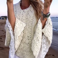 Explore our wide array of women's vest including puffer top, down shirt, quilted shirt. Crochet Shawls And Wraps, Knitted Shawls, Crochet Cardigan, Crochet Lace, Crochet Winter, Knit Fashion, Knitting Designs, Crochet Crafts, Crochet Clothes