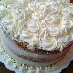 Semi Naked Cake Floral Deliciosa!ente Elegante  Por :Bolo de Colher Confeitaria Artesanal