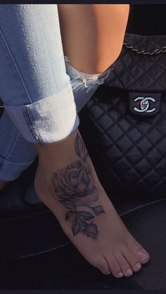 Rose foot tattoo – foot tattoos for women Dope Tattoos, Girly Tattoos, Hand Tattoos, Cute Foot Tattoos, Pretty Tattoos, Beautiful Tattoos, Body Art Tattoos, Sleeve Tattoos, Foot Tatoos