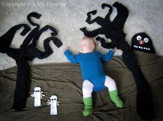 Mamá fotografía a su Hijo en Curiosos Escenarios Mientras Duerme  cute arte