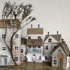 Wood Block Crafts, Wooden Crafts, Small Wooden House, Wooden Houses, Pottery Houses, Tin House, Christmas Village Houses, Driftwood Crafts, Cottage