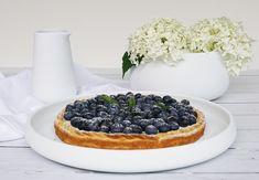 Das moderne skandinavische Geschirr von Skagerak könnte  puristischer und stylischer zugleich nicht sein! #scandinaviandesign #scandinavianliving #scandinavianminimalism #skandinavischwohnen #skandinavischesdesign #nordicliving #nordicdesign #schönerwohnen Cheesecake, Fruit, Desserts, Food, Scandinavian Design, Nordic Design, Tailgate Desserts, Deserts, Cheesecakes