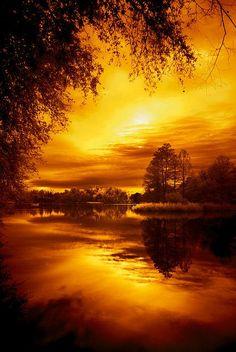 Ohhhhhh ... ::tuggin on sleeve:: .... LOOK how BEAUTIFUL!!!! Good Morning, Beautiful! .... http://www.youtube.com/watch?v=eNDctijyRqc .... image of:  Lake Alice,Idaho
