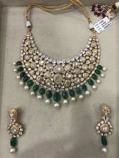 Gold Jewelry For Brides Info: 2457355733 Indian Wedding Jewelry, Indian Jewelry, Black Diamond Bracelet, Gold Jewellery Design, Gold Jewelry, Diamond Jewellery, Urban Jewelry, Bridal Jewelry Sets, Antique Jewelry