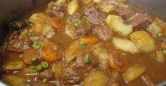 """Fabulosa receta para Estofado de carne con patatas y guisantes . Vídeo-receta: Estofado de carne, patatas y guisantes Hoy cocinaremos un Estofado de carne de ternera con patatas, guisantes y zanahoria. Es muy fácil de preparar y queda delicioso. Si te gusta esta receta no olvides de clicar el """"me gusta"""" y la puedes compartir con tus amigos."""