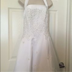 ❥❥NWT Michaelangelo Halter Wedding Dress Size 12 Brand New off the rack w/TAGS! Beautiful Dress with Lace. Due to the weight of this box and dress for shipping (10 lbs) I cannot negotiate a lot on the price, I have to upgrade the label to ship here and it's $19.95. Michaelangelo Dresses Wedding