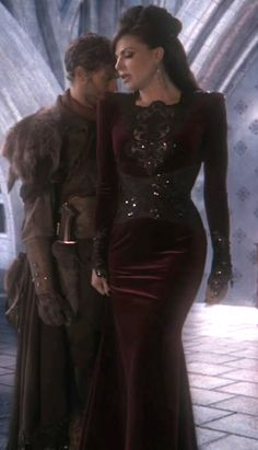 Regina's outfit in The Heart is a Lonely Hunter - part 1 - I've been watching once upon a time. The costumes are unbelievable. I am totally getting inspiration for next year's renaissance festival. This is probably my favorite so far. :)