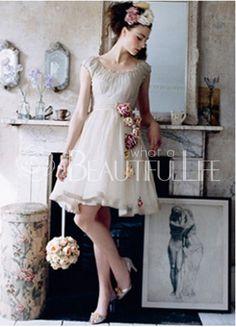 $142.49Chiffon Scoop Short #Wedding Dress With Flower Mini Wedding Dresses, Vintage Style Wedding Dresses, Vintage Bridesmaid Dresses, Gorgeous Wedding Dress, Vintage Dresses, Wedding Gowns, Chic Wedding, Vintage Clothing, Lace Wedding