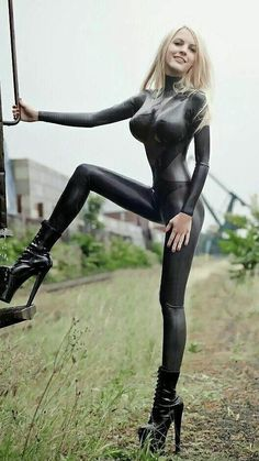 Sexy Latex, Latex Babe, Fetish Fashion, Latex Fashion, Maquillage Phosphorescent, Sexy Outfits, Leder Outfits, Latex Catsuit, Latex Girls