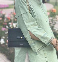 Kurti Sleeves Design, Sleeves Designs For Dresses, Simple Pakistani Dresses, Pakistani Dress Design, Stylish Dresses For Girls, Stylish Dress Designs, Pakistani Fashion Party Wear, Neckline Designs, Kurta Designs Women