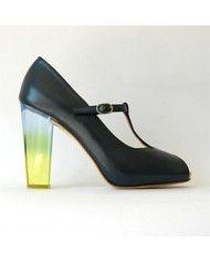Cristal  Zapato Realizado en Piel + Forro En Piel + Suela en Cuero Natural + Tacón realizado de forma artesanal.  Muy Exclusivo solo se Fabrican 30 Pares por Color.