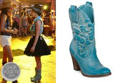 Aria Montgomery (Lucy Hale) wears these heel stitch detail cowgirl boots with tiny stud embellishments in this week's episode of Pretty Little Liars. Pretty Little Liars Seasons, Pretty Little Liars Fashion, Aria Montgomery, Fashion Tv, Fashion Outfits, Womens Fashion, Blue Cowgirl Boots, Pll Outfits, Emma Style