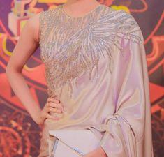 Shimmer blouse with shimmer border saree Simple Sarees, Trendy Sarees, Stylish Sarees, Saree Jacket Designs Latest, Saree Blouse Designs, Saree Jackets, Bridesmaid Saree, Saree Wearing, Saree Dress