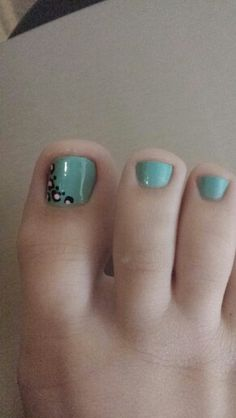 Toes to match my naols turquoise toe nails with half cheetah print on big toe with pink accent