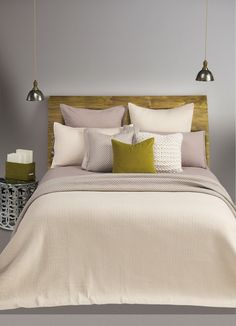 Reversible quilt made of cotton Solid cream with taupe reversible Shown with Linen soft grey duvet cover Exclusive at your Brunelli's retailer Quilt Bedding, Linen Bedding, Bedding Sets, Bed Linens, Queen Quilt, Decorative Cushions, Quilt Sets, Duvet Covers, Quilts