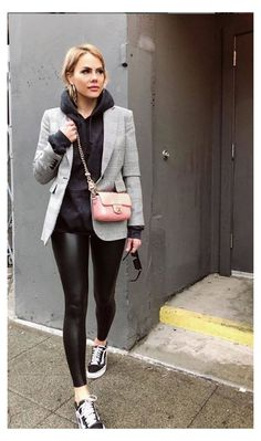 Leggings Outfit Winter, Legging Outfits, Leather Leggings Outfit, Sporty Outfits, Black Hoodie Outfit, Outfits With Black Vans, Outfit Ideas With Leggings, Outfits With Leather Leggings, Disco Pants Outfit