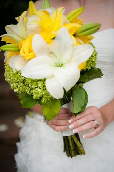 yellow & green bouquet from Jenn & Brian's intimate, yellow Northern Virginia wedding at Morven Park. Images by Kelly Ewell Photography. Yellow White Wedding, Yellow Wedding Flowers, Lily Wedding, Green Wedding, Wedding Colors, Green Flowers, Blue Yellow, Yellow Weddings, Dc Weddings