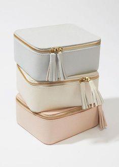 New travel accessories organization jewelry case Ideas Body Jewelry Shop, Jewelry Case, Gold Jewelry, Diy Jewelry, Wedding Jewelry, Travel Jewelry Box, Jewelry Making, Tiffany Jewelry, Jewelry Holder