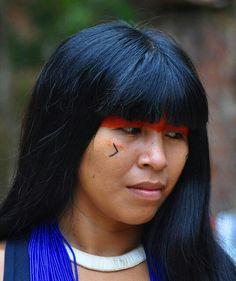 Índia da etnia Kuikuro, Brasil.
