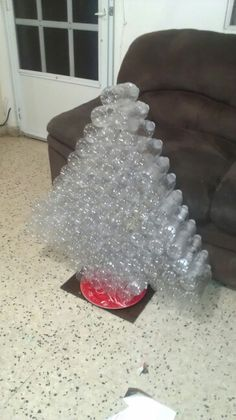 Arbolito hecho con botellas plasticas - Christmas tree made of plastic bottles