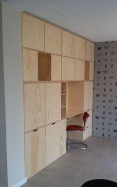 Is het geen plaatje? Multiplex kast | wandkast op maat underlayment look | wandkast woonkamer | scandiliving | scandinavisch wonen | kast in nis | vakkenkast | woonkamer inspiratie | VanStoerHout Plywood Interior, Diy Interior, Plywood Furniture, Home Interior Design, Furniture Design, Bed Shelves, Cupboard Shelves, Storage Shelves, Shelving