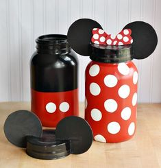 Adalynn Piggy Bank DIY Mickey and Minnie Mouse Jars. Great for Party Theme props, Kids room, Kitchen or just (candy treat) decoration. Mickey Mouse Crafts, Mickey Mouse Kitchen, Mickey Y Minnie, Mickey Party, Deco Disney, Disney Diy, Disney Crafts, Mason Jar Crafts, Bottle Crafts