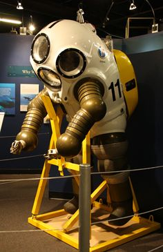Naval Undersea MuseumThe Skin They're In: U.S. Navy Diving Suits Examine the diving suits Navy divers use today from the Arctic water to the combat zones of the Indian Ocean.