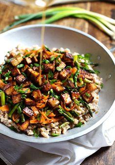 Fritada de Tofu com Gengibre  Ver receita e fonte em:   https://www.facebook.com/vegetarianossim?ref=hl