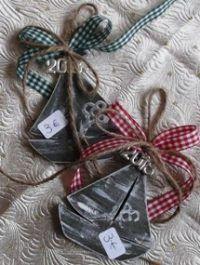 Γούρια – ΧΕΙΡΟΠΟΙΗΤΑ ΚΟΣΜΗΜΑΤΑ | ΛΙΑΝΙΚΗ | ΧΟΝΔΡΙΚΗ | GiannasArt.gr Gift Wrapping, Gifts, Paper Wrapping, Presents, Wrapping Gifts, Gifs, Gift Packaging, Favors, Wrap Gifts