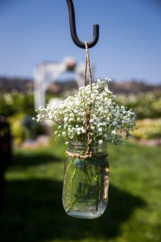 Wedding Ceremony Aisle Arrangements. Babies Breath in Mason Jar. Qi Photography.