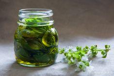 Conservare il basilico sott'olio, nel barattolo | cucinaprecaria.it