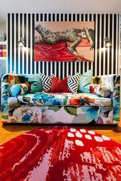Clash - desire to inspire ~ interior design eye candy - Eclectic Decor, Eclectic Style, Quirky Decor, Boyd Blue, Floral Couch, Interior Inspiration, Design Inspiration, Pattern Mixing, House Colors