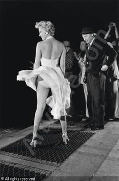"""MARILYN MONROE in NYC, with director Billy Wilder in the background, during the filming of """"The Seven Year Itch,"""" Photograph by Elliott Erwitt. James Dean, Pin Ups Vintage, Fotos Marilyn Monroe, Norma Jean Marilyn Monroe, Billy Wilder, Fritz Lang, Actrices Hollywood, Lauren Bacall, Cary Grant"""