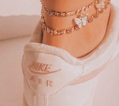 Ankle Jewelry, Cute Jewelry, Jewelry Accessories, Collage Des Photos, Accesorios Casual, Look Girl, Custom Shoes, Anklets, Anklet Bracelet