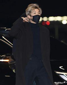 Image about bts in namjoon by heidiisofia on We Heart It Seokjin, Kim Namjoon, Kim Taehyung, Jung Hoseok, Yoongi Bts, Jimin Jungkook, Foto Bts, Bts Photo, Mixtape
