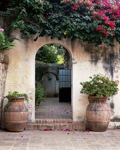 Hotel Sierra Nevada Arch, garden, courtyard, San Miguel de Allende, Mexico