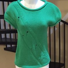 BCBGirls knit short sleeves top adult small🎀 BCBGirls adult small green short sleeve knit top 100% Acrylic chic and warm💕 BCBGirls Tops