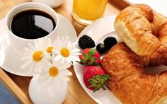 Why you should eat breakfast to stay healthy. Presenting the main 10 reasons to eat breakfast for a healthy living. Breakfast is very important for health. Fast Healthy Breakfast, Breakfast Desayunos, Perfect Breakfast, Breakfast Recipes, Breakfast Ideas, Champagne Breakfast, Breakfast Pictures, Nutritious Breakfast, Wedding Breakfast