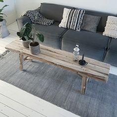 Gebruik eens leuk een bankje als salontafel. Door ons handgemaakt van oud, natuurlijk verweerd hout.