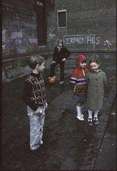 The Slums of Glasgow Through the Lens of a French Photographer - Glasgow by Raymond Depardon Color Photography, Life Photography, Vintage Photography, Street Photography, Photography Of People, Landscape Photography, Portrait Photography, Travel Photography, Reportage Photography