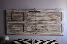 la nuova vita di una vecchia porta in massello. ...... ora sono la testata di un letto (decapato in bianco, grigio e marrone chiaro)