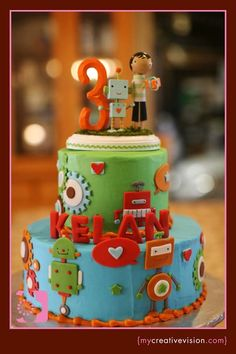 15 Robot Birthday Cakes (And Cupcakes!) You WIll Love - Spaceships and Laser Beams