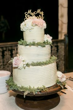 Simple but sweet cake // Angela King Photography