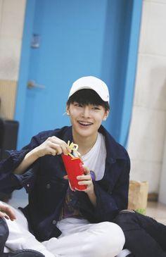 Jeongin and fries is ma aesthetic Jeongin Sung Lee, Ji Sung, Lee Min Ho, Minho, Chan Lee, Pre Debut, Lee Know, Boyfriend Material, K Idols