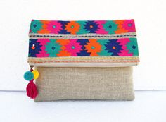 Boho pouch linen bag kilim pattern moroccan foldover by VLiving Foldover Clutch, Diy Clutch, Fabric Bags, Linen Fabric, Potli Bags, Embroidery Bags, Jute Bags, Linen Bag, Messing