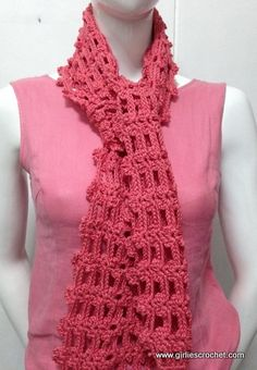 This is a free easy crochet scarf pattern with photo tutorial in each step. A great beginners crochet pattern.