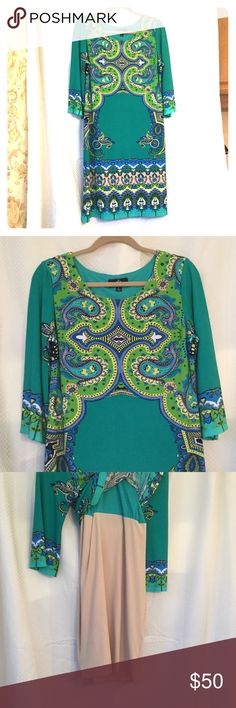 Stretch sheath medallion dress Ronni Nicole sheath dress size L . Awesome pattern and colors !!  Fits so comfortable with a built in spanx style body hugging lining for that perfect smooth look !!  Beautiful dress honestlyNNT Ronni Nicole Dresses Midi