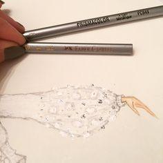 Ajá comenzó la competencia. Quién se acerca más al tono que quiero!! #prismacolor & #fabercastell #fashiondesigner #ga #lovemyjob #colores #silver   via Instagram http://ift.tt/2jHyMB9