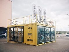 Cycle Shop in shipping container Container Van, Container Office, Cargo Container, Container House Design, Shipping Container Buildings, Shipping Container Homes, Boutique Velo, Container Restaurant, Container Conversions